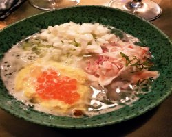 Окрошка из краба и свежей икры лосося со взбитыми белками