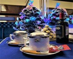 Чай перед сном в люкс купе турпоезда Золотой Экспресс