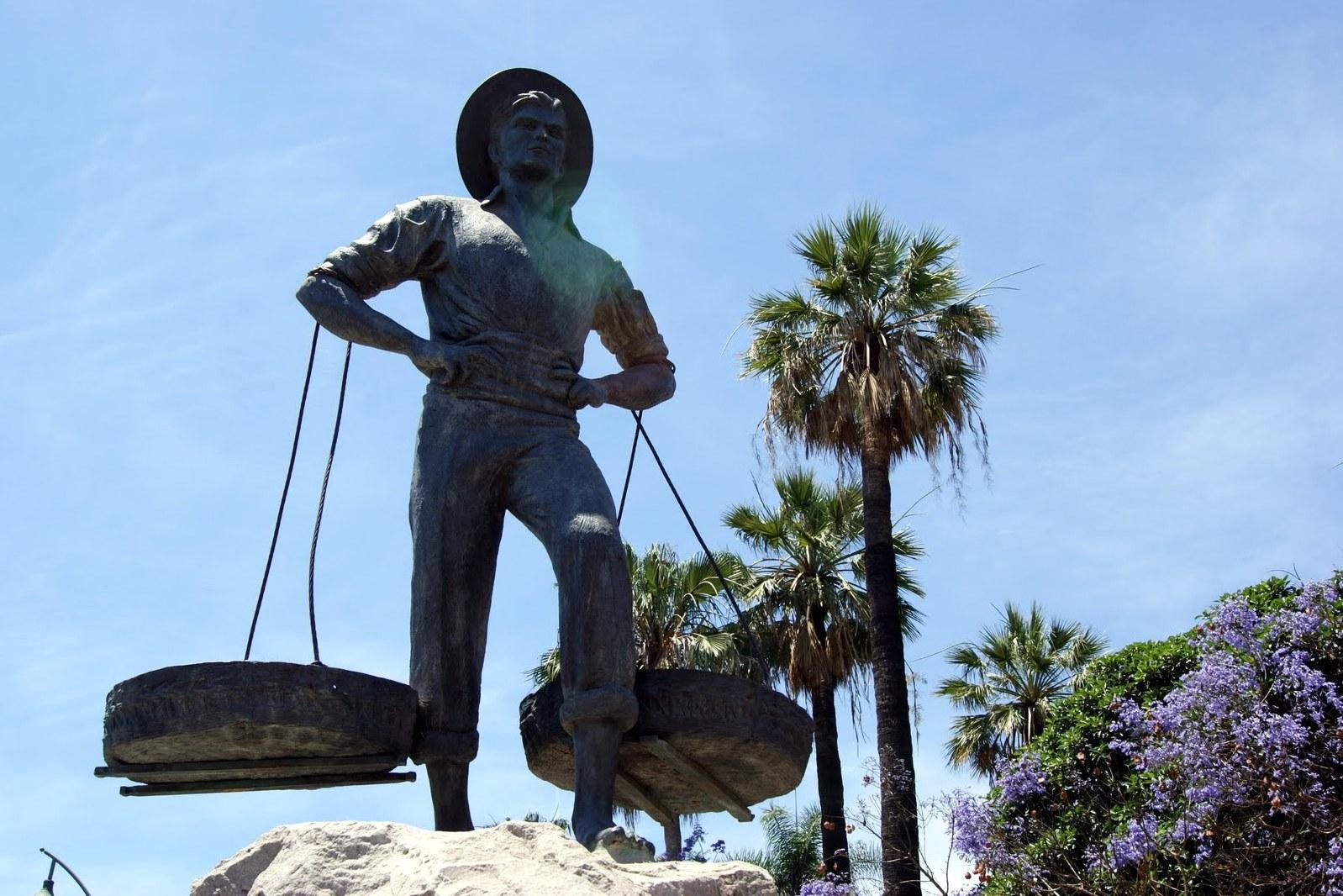 Памятник сеначеро в Малаге