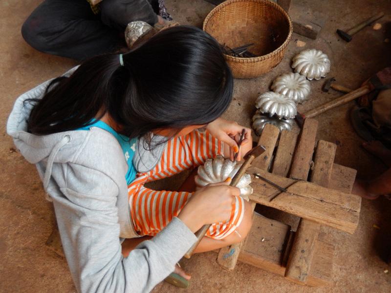 Ко Чен. Изготовление серебряных изделий.
