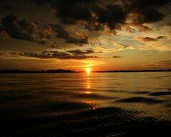 Закат над водами Амазонки
